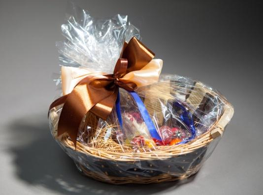 C:\Users\PC5\Downloads\How-to-Pack-a-Gift-Basket.jpg